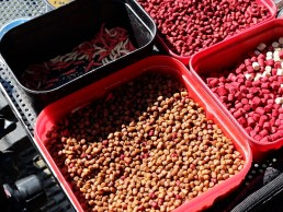 Pellets for commercial fishing